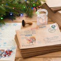 Рисунок на конверте: Дед Мороз и лошадка.