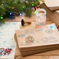 Рисунок на конверте: Дед Мороз на карете.